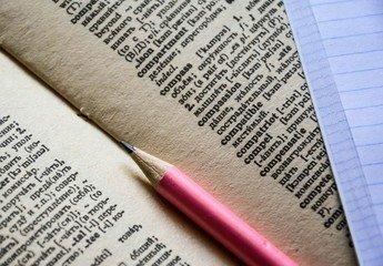 Выполнение лингвистической, автороведческой и почерковедческой экспертизы – для чего необходимы эти процедуры, какую ценную информацию можно получить?