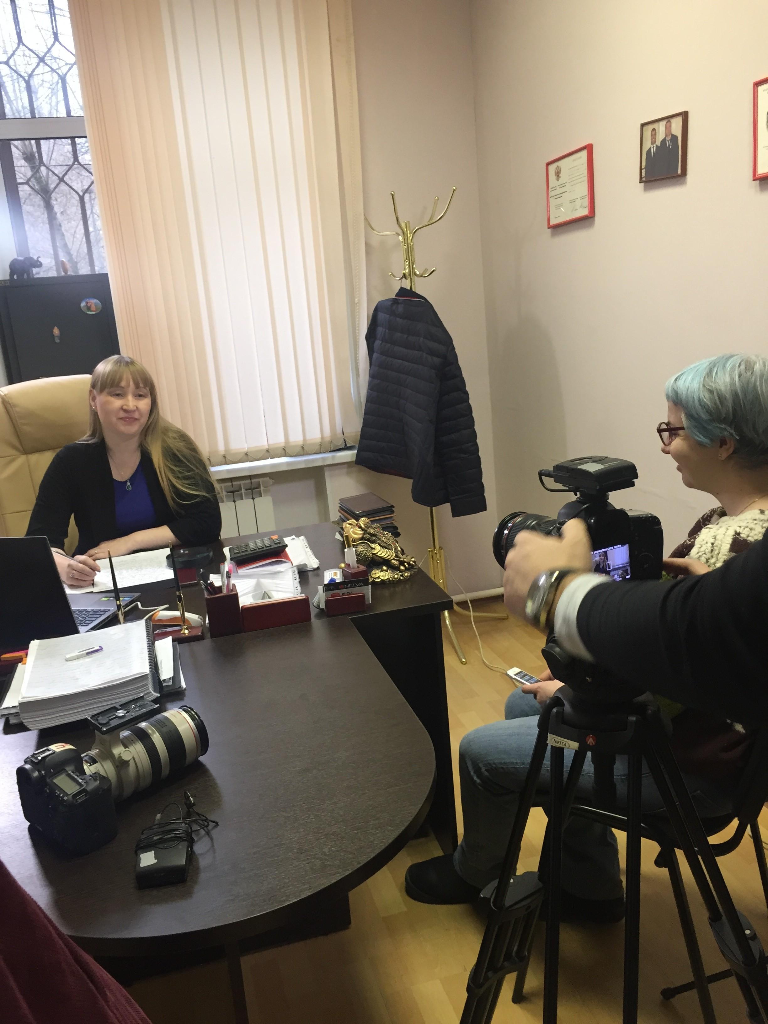 Репортеры телеканала посетили нашего эксперта по почерковедческой экспертизе